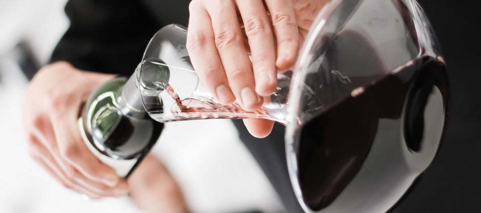 Quando devemos decantar um vinho?