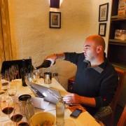 Patricio Tapia degustando para a Guia de Vinhos Descorchados 2015