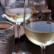 Aprenda como harmonizar vinhos brancos