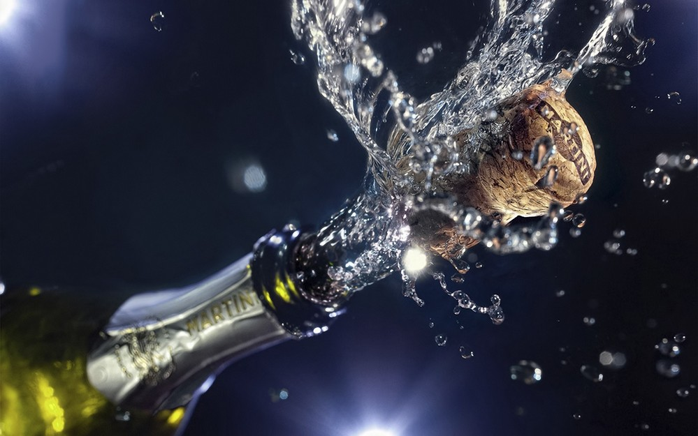 Aprenda como abrir garrafa de espumante chacoalhado
