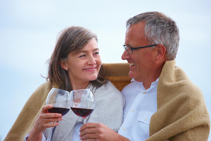 Chá verde e vinho tinto podem barrar o Alzheimer
