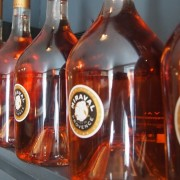 Chineses falsificam vinho produzido por Angelina Jolie e Brad Pitt