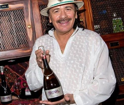 Mumm homenageia Carlos Santana com espumante