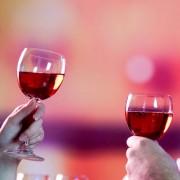 Ter orgasmo e beber vinho trazem mesmo efeito ao corpo