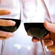 5 erros comuns que as pessoas cometem ao beber vinho