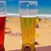 Empresa oferece vaga para viajar e beber cerveja com bolsa de R$ 48 mil