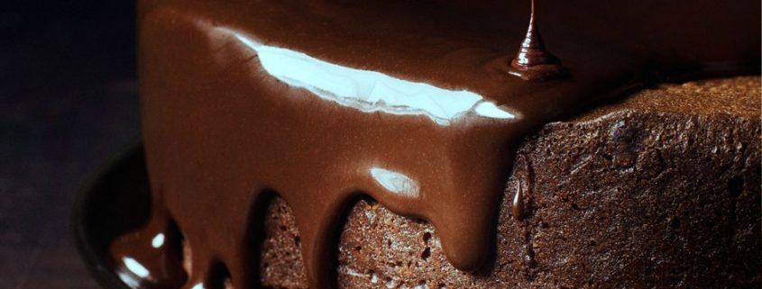 Aprenda a preparar um bolo de chocolate com vinho tinto