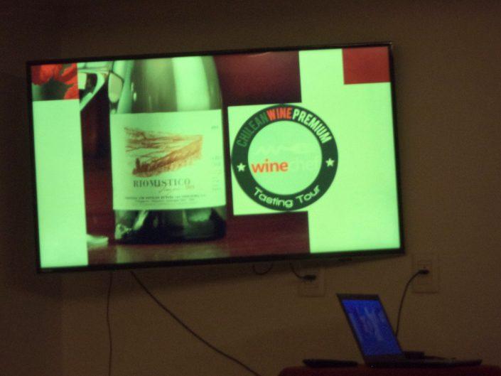 O vinho Von Siebenthal Rio Místico Viognier, 2015 durante a apresentação