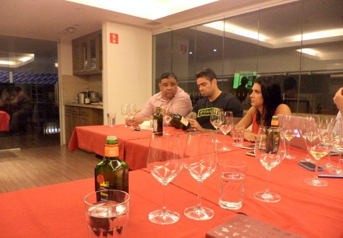Silvestre Tavares do Blog Vivendo a Vida junto a Leonardo Freitas, proprietário da Adega Canto do Vinho