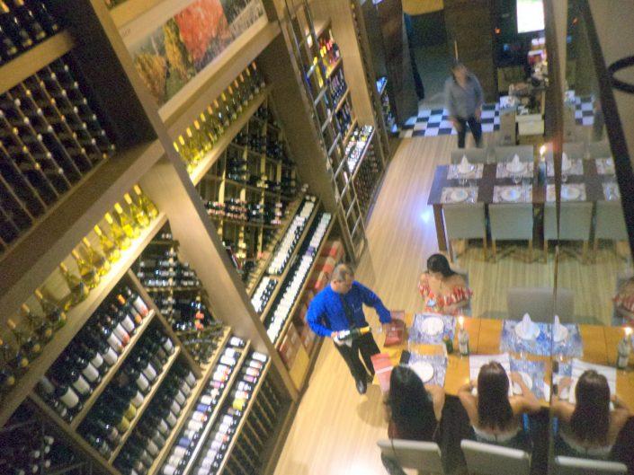 Vista panorâmica da loja da Adega Canto do Vinho