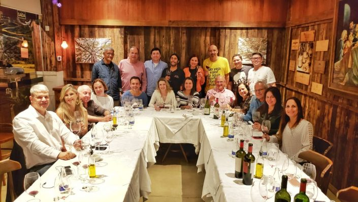 Assistentes do Chilean Premium Wine – Tasting Tour, no Pier Aleixo, Vitoria
